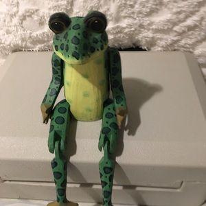 Sitting Shelf Frog